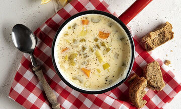 Φτιάξτε τη σούπα αυγολέμονο του Άκη και θα μας θυμηθείτε