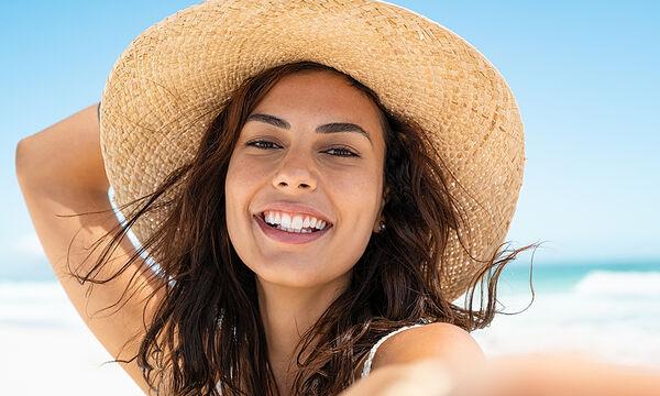 Πέντε εύκολοι τρόποι να προστατέψετε τα μαλλιά σας από τον ήλιο