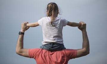 Μαθήματα Ζωής: Τι μπορεί να κάνει ένας μπαμπάς με το παιδί του;