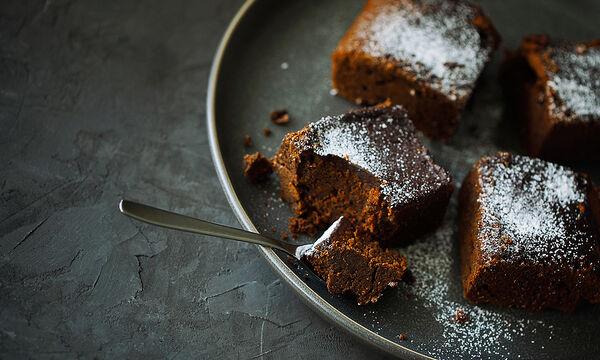 Κέικ με τρία υλικά χωρίς αυγά - Δοκιμάστε το! (vid)