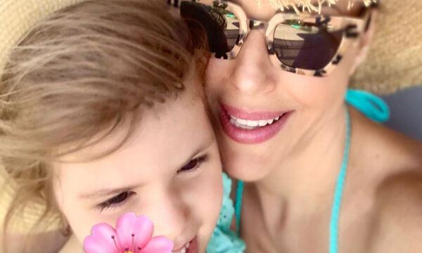 Σίσσυ Φειδά: Η κόρη της ξετρελάθηκε με τις σαπουνόφουσκες - Δείτε φώτο