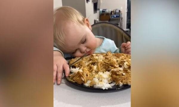 Η περίεργη σχέση που έχουν αυτά τα παιδιά με το φαγητό (vid)