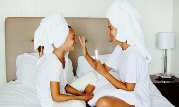 Δώστε στα μαλλιά σας τη χαμένη τους λάμψη χρησιμοποιώντας ένα μόνο υλικό
