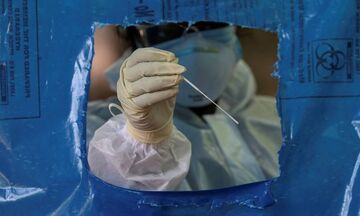 Κορονοϊός - Έρευνα: Τα ψηλά άτομα έχουν διπλάσιο κίνδυνο να μολυνθούν από τον ιό