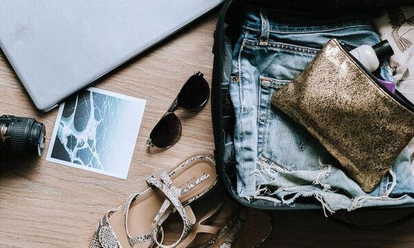 Η βαλίτσα των διακοπών: Τα outfits που μας προσφέρουν αυτοπεποίθηση κάθε στιγμή