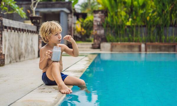 Υγιεινό smoothie για παιδιά με  μπανάνα, σπόρους chia και γιαούρτι