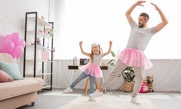 Μπαμπάδες στο TikTok χορεύουν με τις κόρες τους και το διαδίκτυο λιώνει