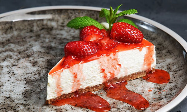 Συνταγή για γρήγορο cheesecake από τον Άκη Πετρετζίκη