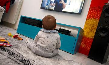 Επιτρέπεται τα μωρά να βλέπουν τηλεόραση;