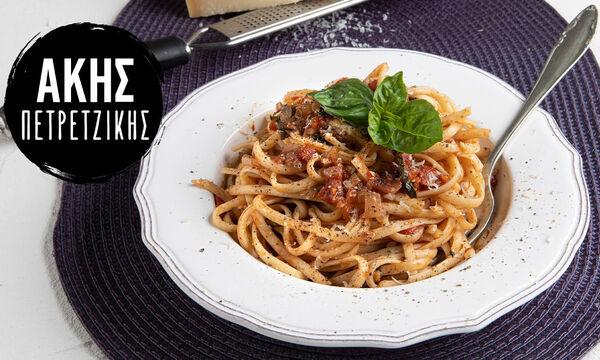 Πεινάσατε; Φτιάξτε σπαγγέτι με σάλτσα ντομάτας από τον Άκη Πετρετζίκη