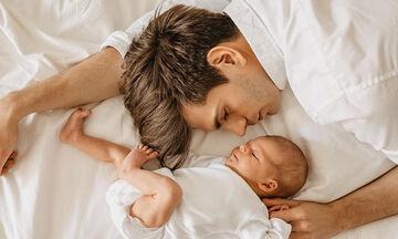 Οι πρώτες στιγμές γονιών με τα μωρά τους μέσα από υπέροχες φωτογραφίες