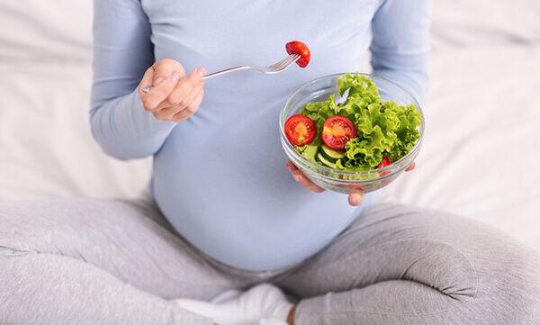Εγκυμοσύνη και διατροφή: Γιατί η έγκυος πρέπει να τρέφεται σωστά