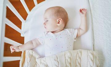 Από ποια ηλικία τα μωρά κοιμούνται όλη τη νύχτα;