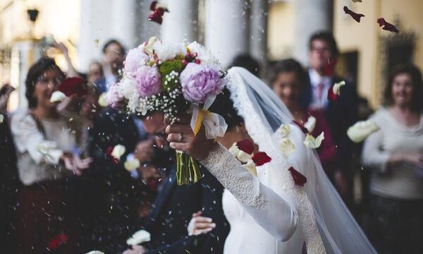 Άγριο ξύλο σε γάμο - Παράνυφος επιτέθηκε σε έξαλλη καλεσμένη (video)