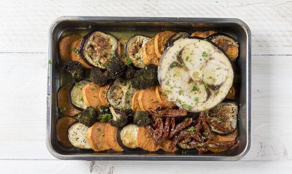 Ψητός ξιφίας με λαχανικά: Μία συνταγή από τον Άκη Πετρετζίκη