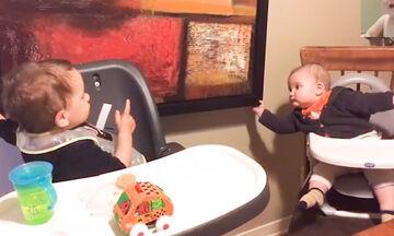 Αδέρφια εν δράσει: Ένα από τα πιο αστεία βίντεο που έχουμε δει! (vid)
