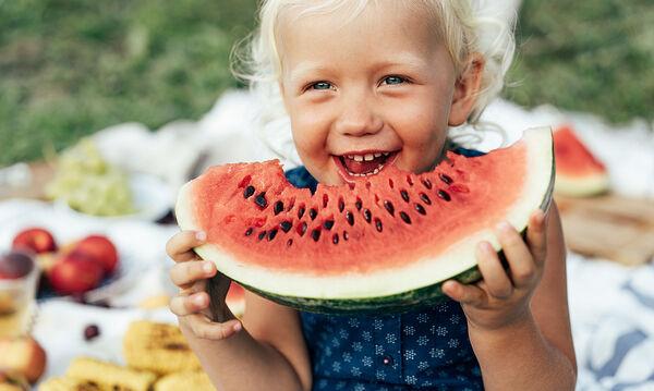 Αυτά είναι τα θρεπτικά συστατικά που πρέπει να προσλαμβάνει κάθε παιδί