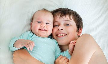 Γιατί δεν πρέπει τα παιδιά να κάνουν babysitting στα αδέρφια τους;