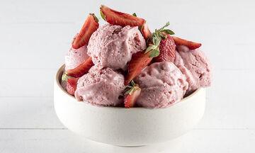 Άκης Πετρετζίκης: Συνταγή για light παγωτό με τρία μόνο υλικά