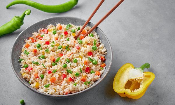 Συνταγή για πεντανόστιμο τηγανητό ρύζι με λαχανικά