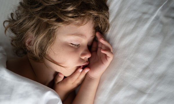 Ξυπνάει ακόμα το παιδί σας το βράδυ; Αυτός μπορεί να είναι ο λόγος