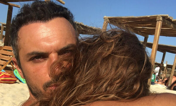 Κώστας Δόξας: Δείτε την υπέροχη φώτο με την κόρη του & τη σύζυγό του