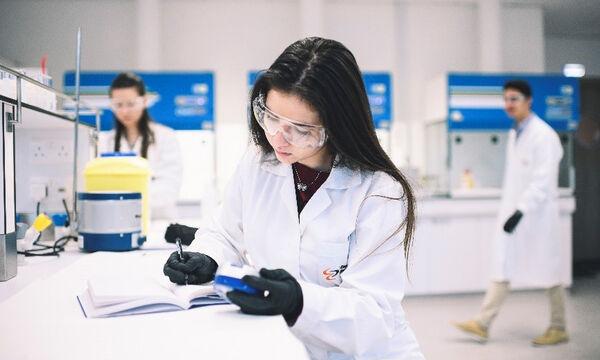 Σπουδές στη Φαρμακευτική – η συναρπαστική επιστήμη του μέλλοντος