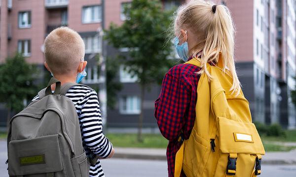 Covid-19-Επιστροφή στο σχολείο: Τι πρέπει να έχει μέσα η τσάντα του παιδιού