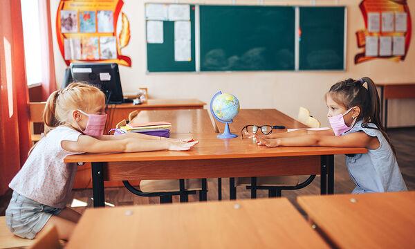 Κάπως έτσι θα κάνουν τα παιδιά αν φορούν μάσκα στο σχολείο