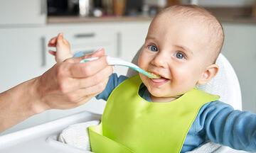 Ποιες τροφές δεν πρέπει να δίνετε στο παιδί πριν γίνει ενός έτους;