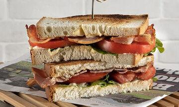 Άκης Πετρετζίκης: BLT σάντουιτς - Ένα εύκολο και χορταστικό σνακ