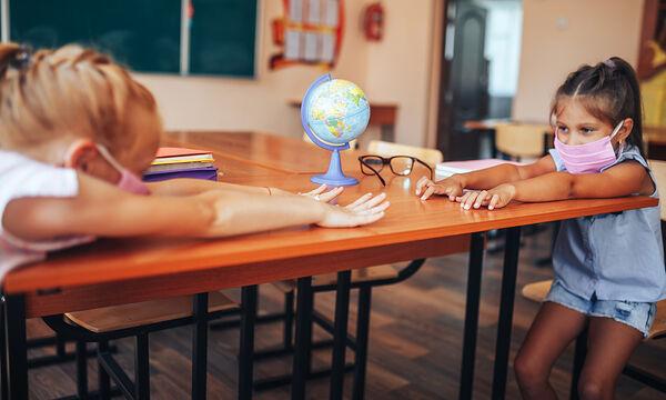 Τα πρωτάκια με αποστάσεις στο σχολείο - Οδηγός για γονείς