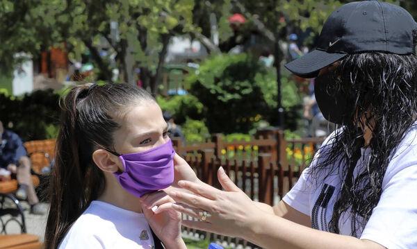 Κορωνοϊός - Ελληνική Παιδιατρική Εταιρεία: Πώς προστατεύει η μάσκα τα παιδιά