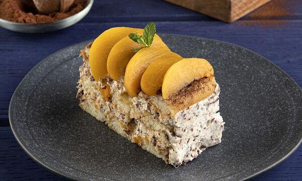 Άκης Πετρετζίκης: Συνταγή για γλυκό του ψυγείου με σαβαγιάρ και σοκολάτα