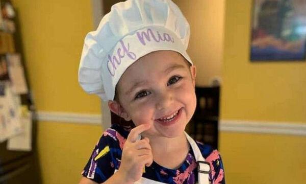 Υπέροχο! 3χρονο κοριτσάκι έφτιαξε 1000 μπισκότα - Ο λόγος θα σας συγκινήσει