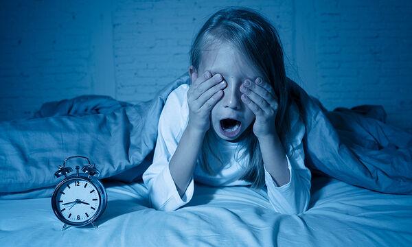 Αϋπνία στα παιδιά: Αιτίες ανά ηλικιακή ομάδα & συμβουλές για γονείς