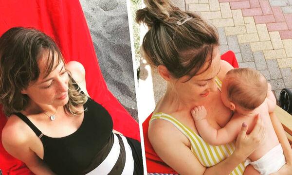 Αλεξάνδρα Ούστα: Η τρυφερή φώτο με τον γιο της αγκαλιά στο πάτωμα