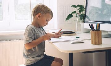 Πώς να οργανώσετε εύκολα και οικονομικά το παιδικό γραφείο