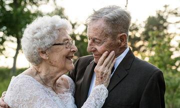 Υπέροχο! Ζευγάρι γιορτάζει την 60η επέτειο γάμου με τον πιο μοναδικό τρόπο