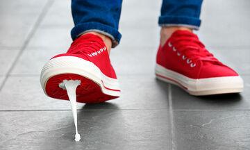 Να πώς θα αφαιρέσουν οι μαμάδες την κολλημένη τσίχλα από ρούχα & παπούτσια