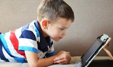 Προσοχή με το χρόνο που περνούν τα παιδιά Δημοτικού μπροστά σε μια οθόνη