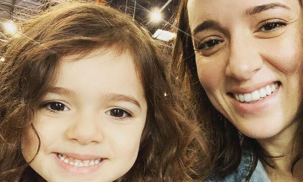Καλομοίρα: Η ναζιάρικη πόζα της κόρης της που «έριξε» το Instagram