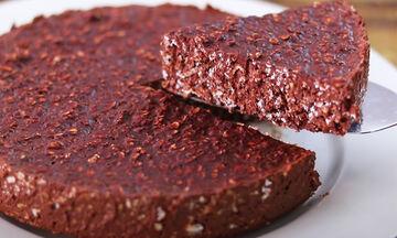 Σοκολατόπιτα με βρώμη και δύο ακόμη υλικά - Θα το λατρέψετε