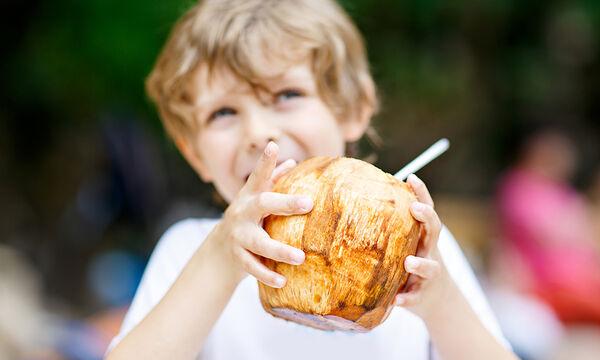 Νερό καρύδας: Τα οκτώ οφέλη στη διατροφή των παιδιών