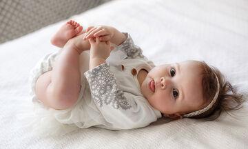 Πέντε περίεργα πράγματα που κάνουν τα μωρά και γιατί