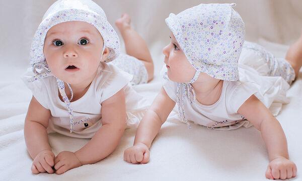 Δίδυμα μωράκια σε ξεκαρδιστικά στιγμιότυπα (vid)