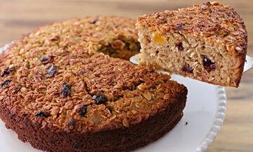 Υγιεινό κέικ με βρώμη και αποξηραμένα φρούτα - Ιδανικό και για κολατσιό