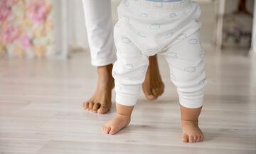 Πώς μπορείτε να προετοιμάσετε το μωρό για τα πρώτα του βήματα;