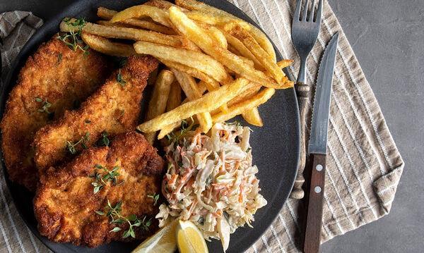 Άκης Πετρετζίκης : Συνταγή για κλασικό σνίτσελ χοιρινό