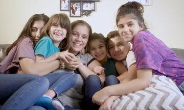 Μεγαλώνοντας 5 αδέρφια: «Έγινα η μαμά, ο μπαμπάς και η αδερφή τους στα 17»